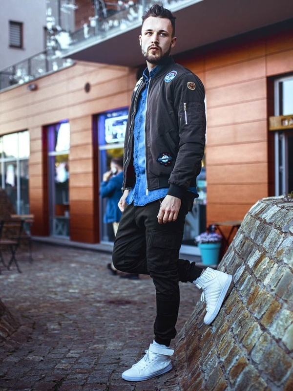 Stylizace č. 261 - přechodná bunda, džínová košile, kapsáče, obuv