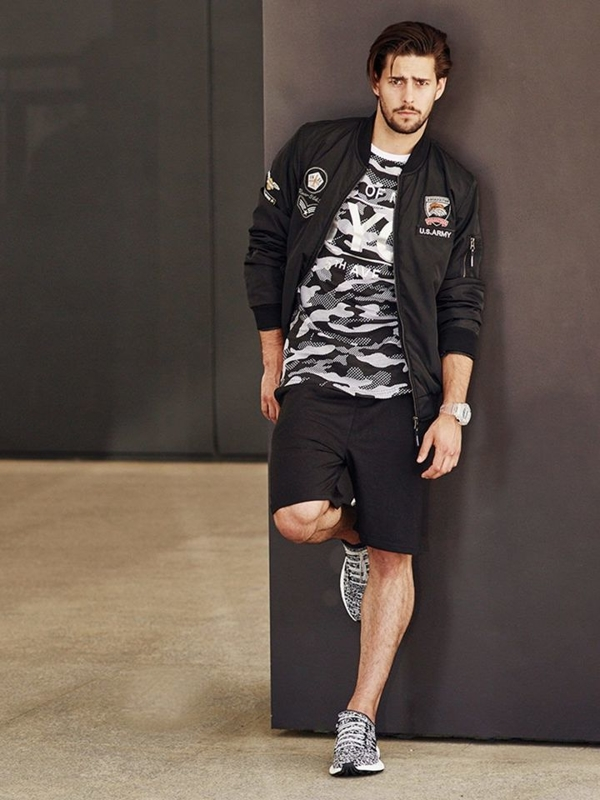Stylizace č. 264 - hodinky, přechodná bunda, tričko s potiskem, kraťasy