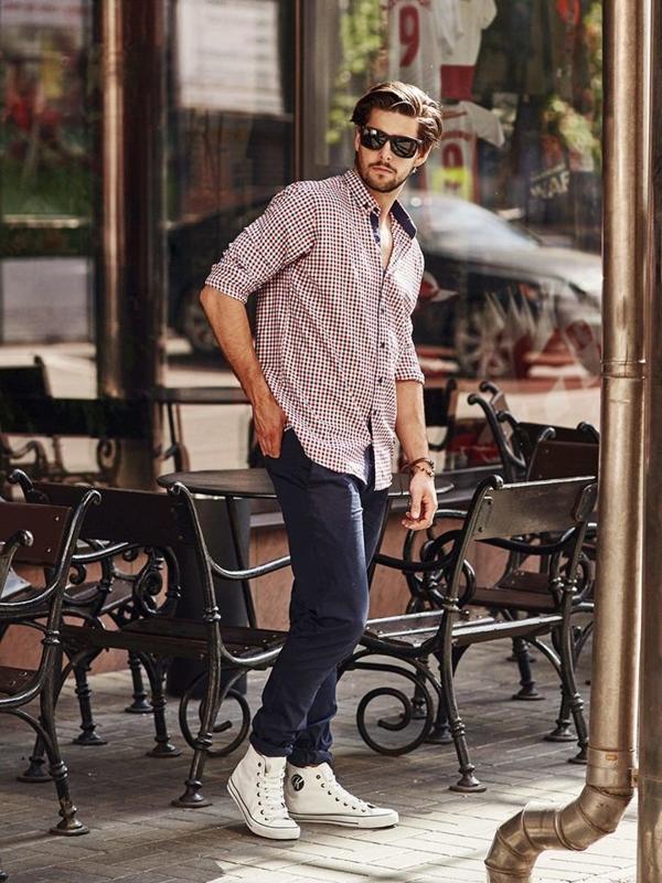 Stylizace č. 268 - sluneční brýle, náramek, károvaná košile, chino kalhoty, obuv