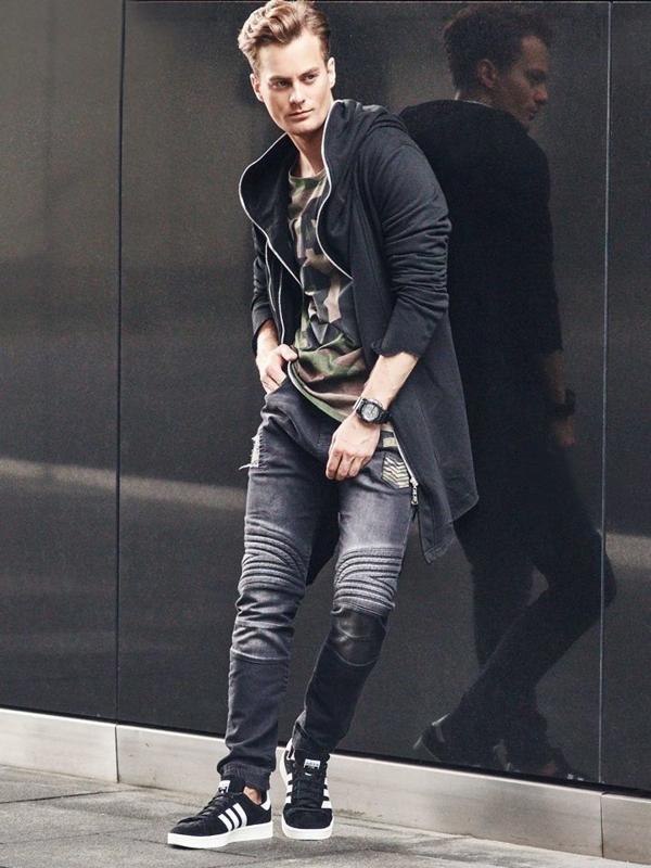 Stylizace č. 310 - hodinky, mikina s kapucí, tričko s dlouhým rukávem, jogger kalhoty