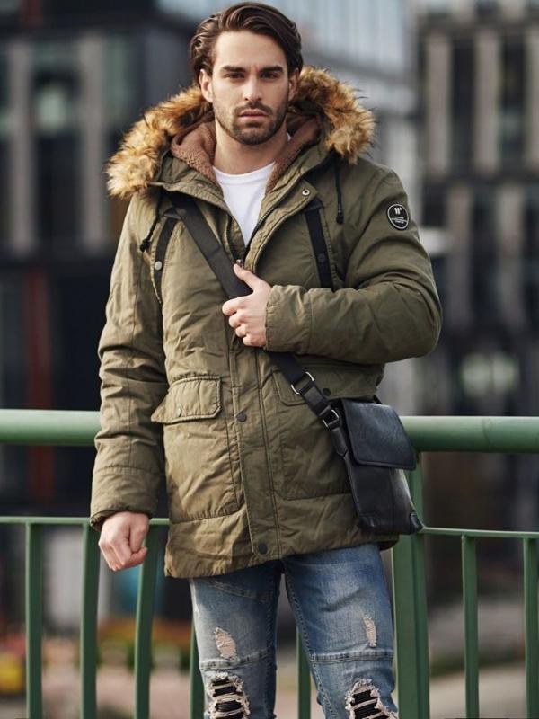 Štylizácia č. 368 - taška cez rameno, zimná bunda parka , rozopínací sveter, tričko, riflové joggery