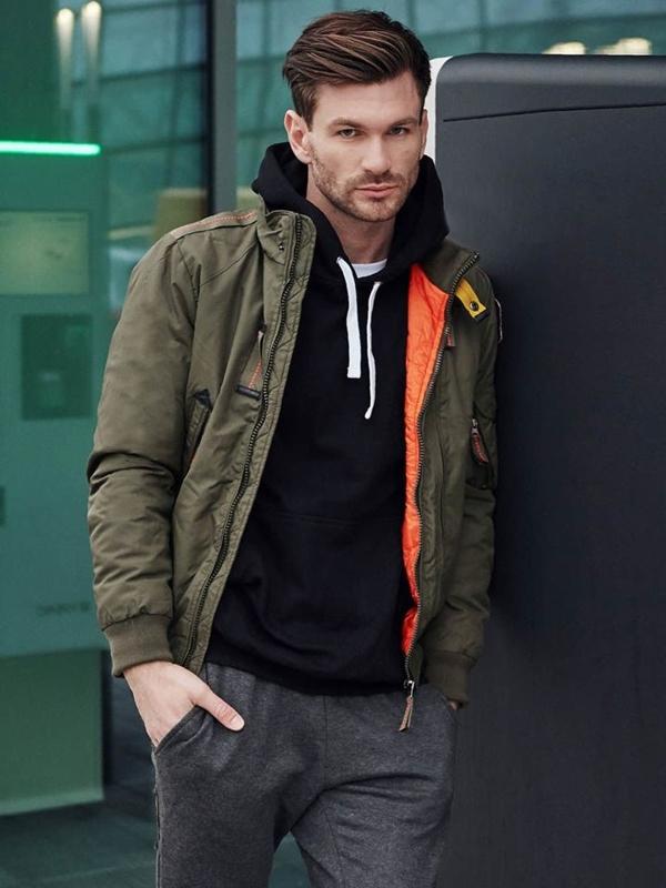Štylizácia č. 386 - zimná bunda, mikina s kapucňou, tričko, teplákové joggery